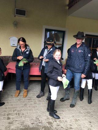 Reiterpassprüfung geschafft! Wir sind so stolz auf dich liebe Nora!